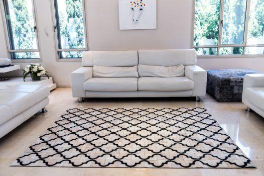 שטיח עור פרה בעבודת יד LEATHER - 7 - מעוינים לבן