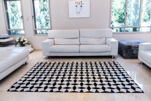 שטיח עור פרה בעבודת יד 17P - 23022 - מעוינים ומרובעים