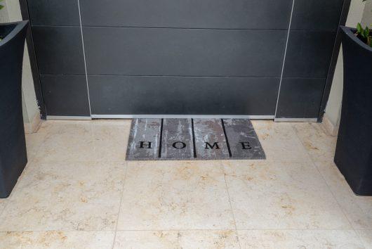 שטיח סף לכניסה פנטזיה - HOME אפור