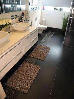 שטיח יעל לאמבטיה - אפור כהה